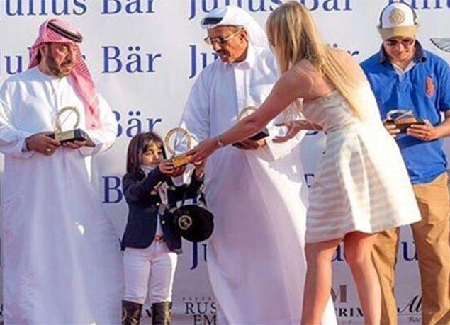 بالصور : سارة البدر.. أصغر فارسة في الإمارات