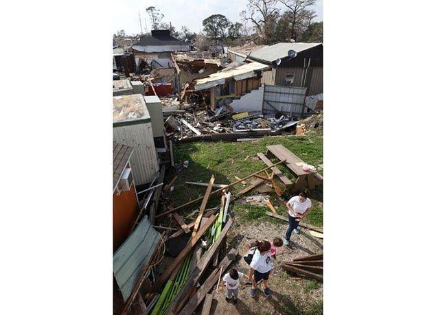 بالصور : إعصار مدمر يضرب ولاية لويزيانا الأمريكية