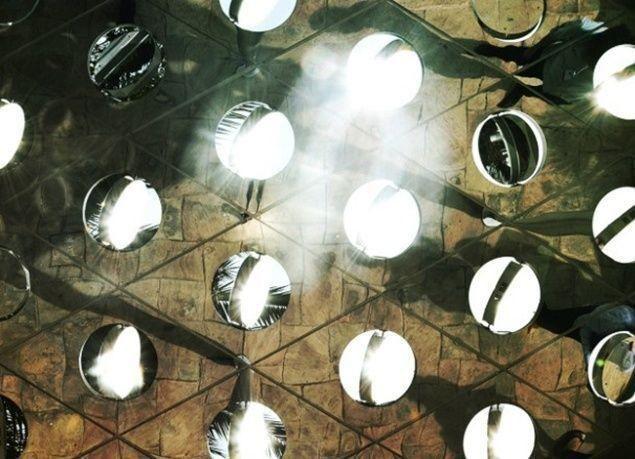 بالصور : ابتكار مظلة شمسية تنتج طاقة كهربائية وتحل مشكلة الحرارة العالية في دبي
