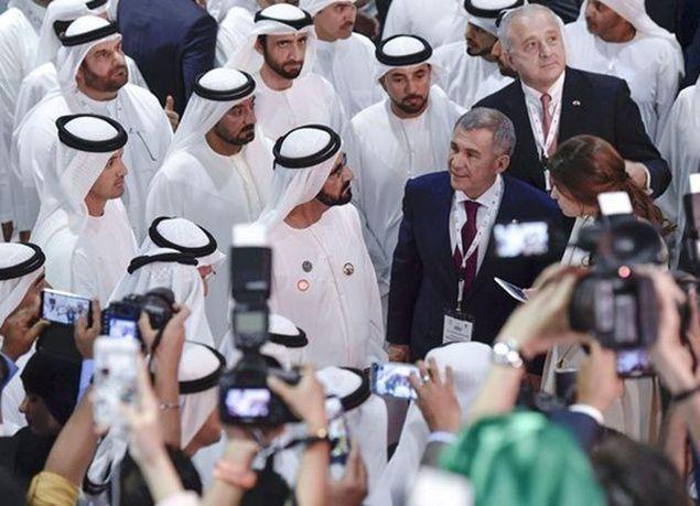"""بالصور : محمد بن راشد يزور المعرض الدولي المصاحب لـ""""ملتقى الاستثمار السنوي"""""""