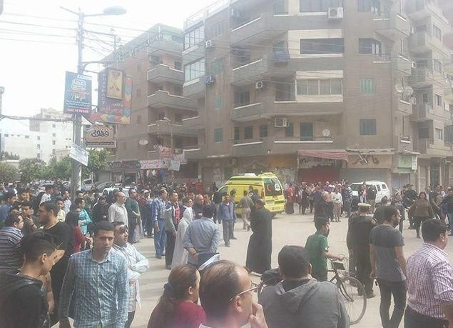بالصور : قتلى وجرحى بانفجار قنبلة في كنيسة مار جرجس بطنطا في مصر