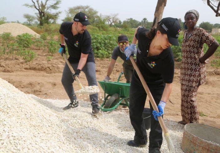 """""""دبي العطاء"""" توفر 4250 فرصة تطوعية في إطار """"عام الخير"""""""