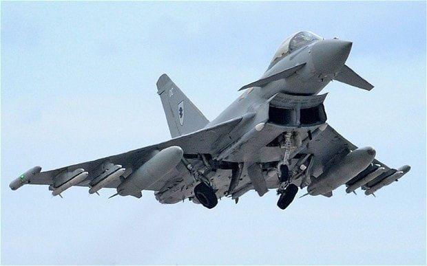 """مقاتلات بريطانية تعترض طائرة ركاب بسبب """"سلوك مسافر"""""""