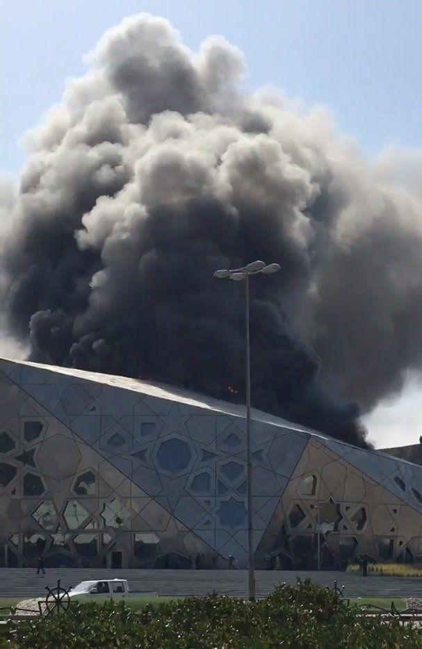 تلفزيون الكويت: فرق الإطفاء تكافح حريقا في مركز الشيخ جابر الثقافي