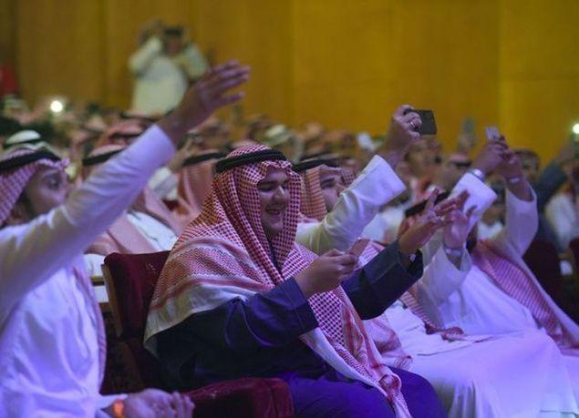 بالصور : أول حفل فني في السعودية