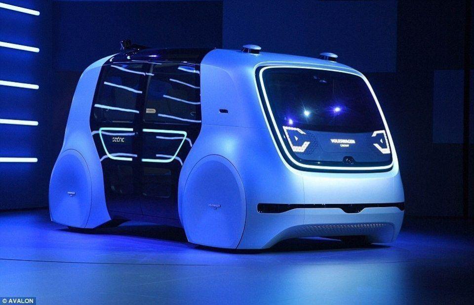 أول سيارة سيارة ذاتية القيادة من فولكسفاجن