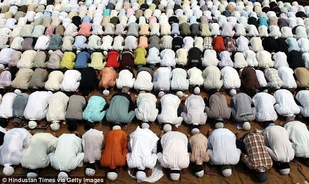دراسة: الصلاة تحمي من آلام أسفل الظهر