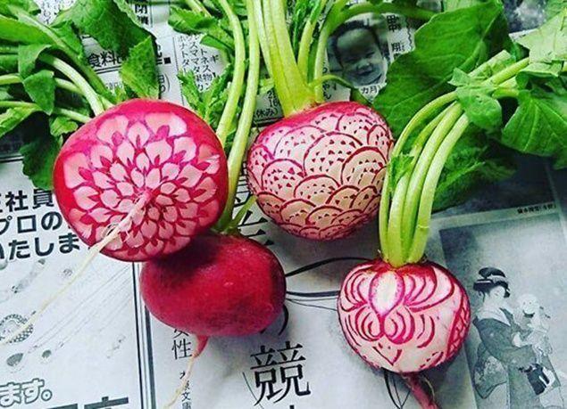 بالصور : فنان يصنع منحوتات إبداعية على الطعام بأشكال مختلفة