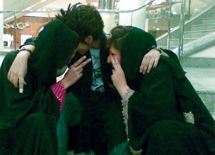 """فصل 27 سعودية من جامعة بتهمة """"البويات"""""""