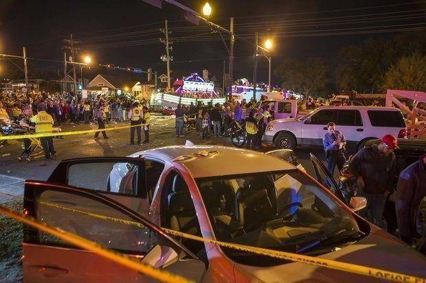 سيارة تدهس حشدا في نيو أورليانز الأمريكية وإصابة 12 شخصا