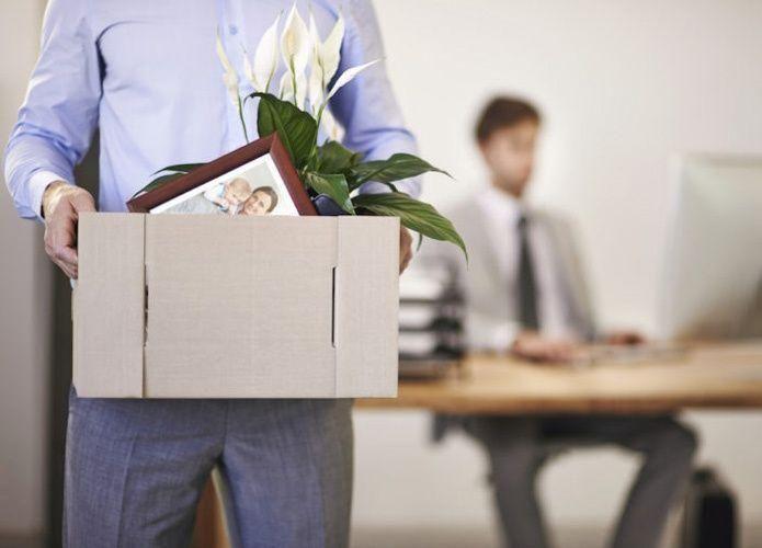 ما هي دلالات استقالة الموظف؟