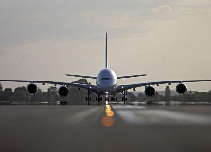 نجاة ركاب طائرة سعودية انفجر إطارها أثناء الهبوط