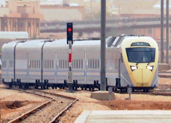 جنوح قطار سعودي وإصابة 18 راكباً