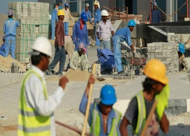 تقرير : انتهاكات لعمال في استاد رياضي يستضيف كأس العالم بقطر