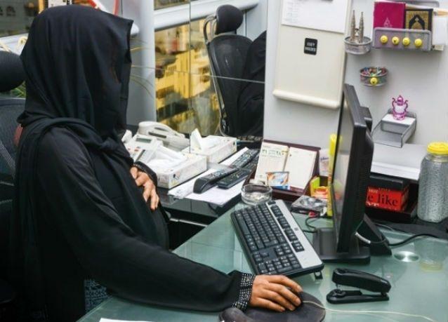 """صحيفة سعودية : """"التعليم"""" يلجأ للبدائل لتعويض النقص .. 30 ألف معلمة في إجازة """"أمومة"""""""
