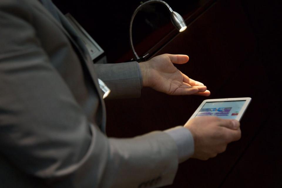 إطلاق تقنية لاي فاي، الإنترنت بسرعة 10 أضعاف واي فاي في الإمارات العربية المتحدة