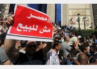 مصر:إحالة نقيب الصحفيين المصريين وعضوين في مجلس النقابة إلى محاكمة جنائية عاجلة