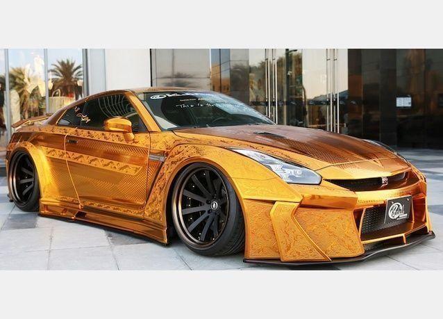 سيارة من الذهب بمليون دولار تُذهل في معرض أوتوميكانيكا دبي 2016