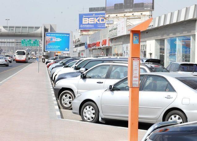 دبي: الغاء مجانية المواقف خلال فترة الظهيرة والتعرفة  الجديدة اعتبارا من 28 مايو