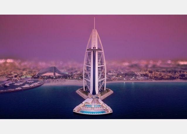 الشيخ محمد يدشن تراس برج العرب