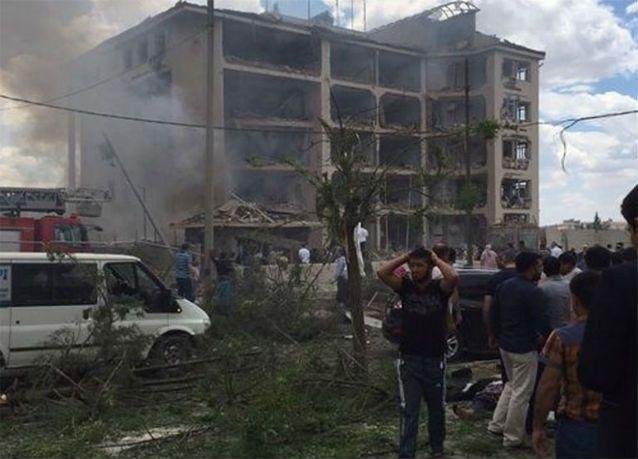 إصابة أكثر من 20 في انفجار استهدف مركزا للشرطة في تركيا