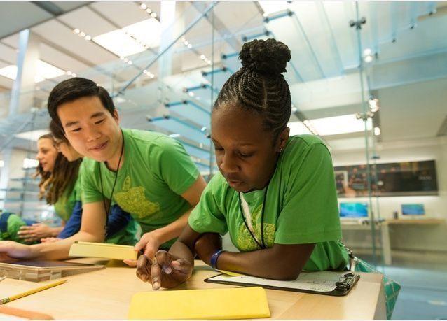 أبل تطلق معسكرات لتعليم البرمجة للصغار في متاجرها الأمريكية فقط