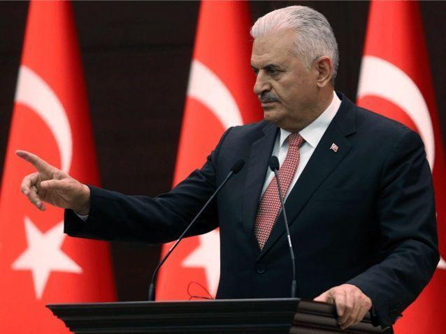 رئيس وزراء تركيا يقول إنه يهدف لتطوير العلاقات مع سوريا والعراق
