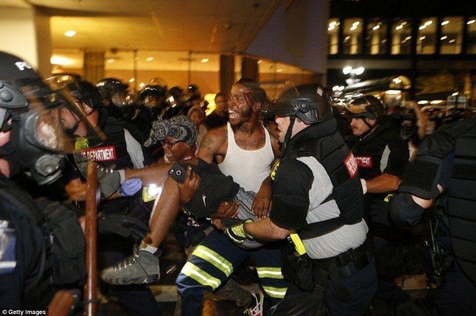 ليلة ثانية من الاضطرابات في تشارلوت بنورث كارولاينا تتحول إلى أعمال عنف
