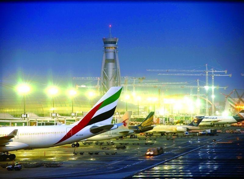 """طائرة """"درون"""" تغلق المجال الجوي لمطاري دبي والشارقة"""
