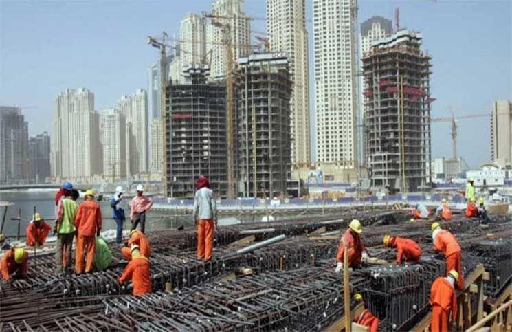 الإمارات تبدأ تطبيق قرار حماية أجور العاملين في سوق العمل
