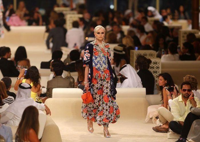 اسبوع عربي للأزياء في دبي يأمل في جعلها عاصمة للموضة