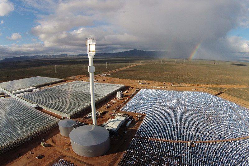 أول مزرعة خضار صحراوية تعمل بالطاقة الشمسية وماء البحر