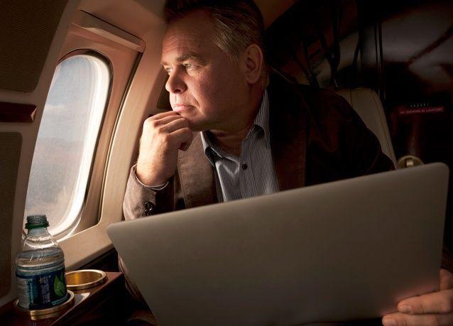 مؤسس ورئيس أهم شركة أمن معلومات، لا يمس الهاتف الذكي