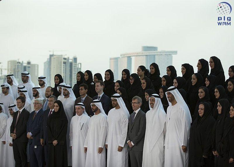 محمد بن زايد يستقبل الدفعة الأولى من خريجي أكاديمية الإمارات الدبلوماسية