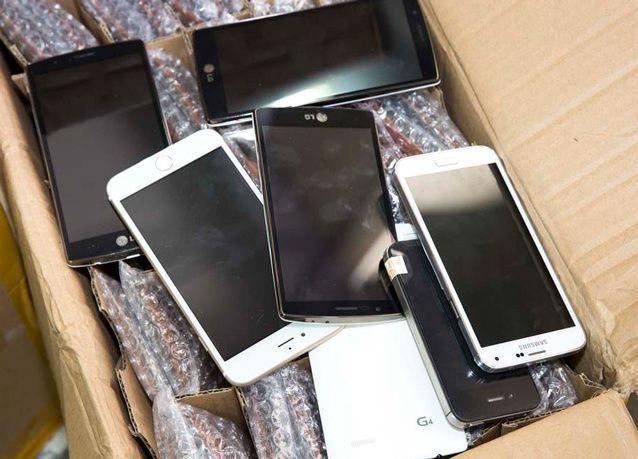 دبي: مصادرة 12 مليون هاتف جوال وملحقات مقلّدة تتجاوز قيمتها 89 مليون دولار