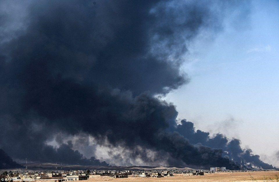 داعش يحرق خنادق نفط  في الموصل