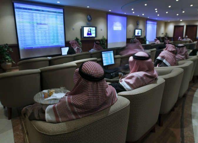 بورصة أبوظبي تتراجع تحت ضغط البنوك وقطر ومصر تحققان أداء جيدا
