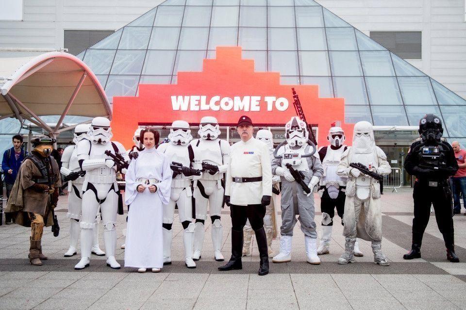 بالصور: الآلاف يجتمعون في مؤتمر الترفيه كوميك كون في لندن