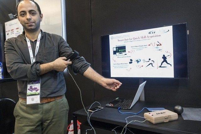 أستاذ بجامعة الإمارات يبتكر جهازا لمساعدة مصابي السكتة الدماغية