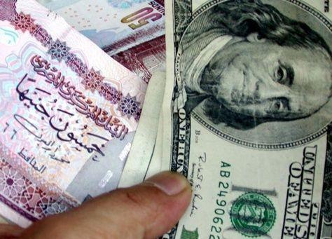بنوك مصر المتعطشة للدولار تعرض أسعار السوق لشراء العملة الامريكية