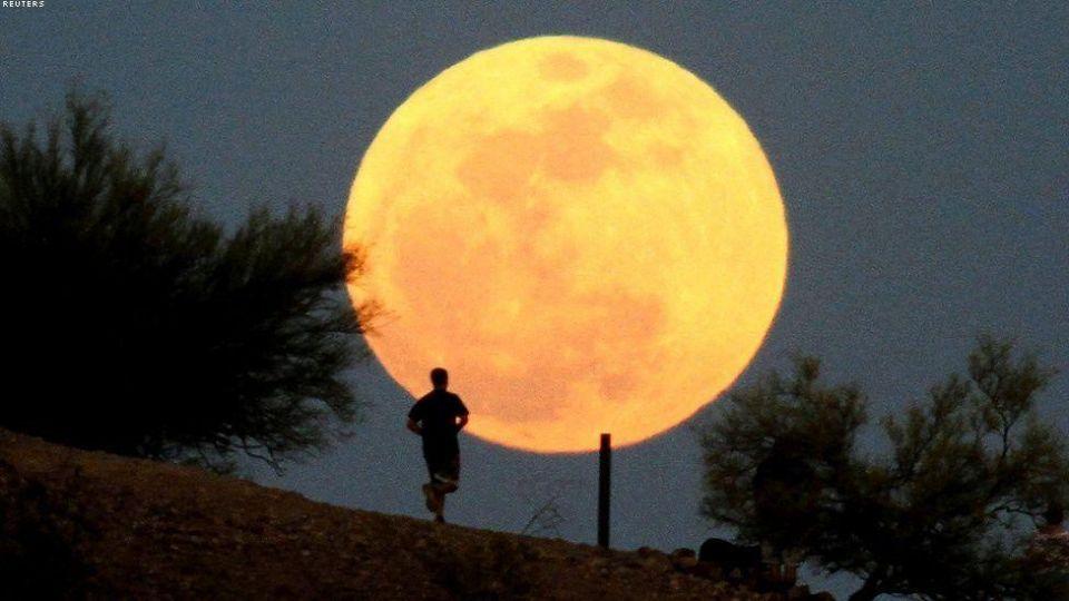 """""""قمر عملاق"""" ينير سماء الأرض ...الأقرب منذ عام 1948"""