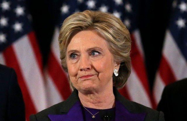 """كلينتون تلقي باللائمة على مدير """"إف.بي.آي"""" في خسارتها الانتخابات"""