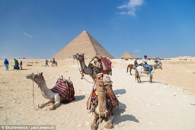 بالصور: بحيرة تقصي الأهرامات عن صدارة أهم وجهات السياحة لجيل الألفية