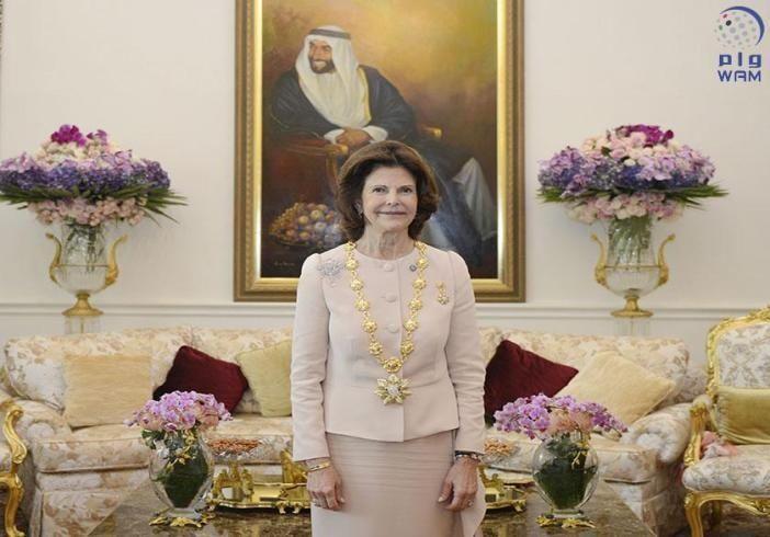فاطمة بنت مبارك تمنح ملكة السويد وساما من الدرجة الأولى تقديرا لجهودها في دعم المرأة