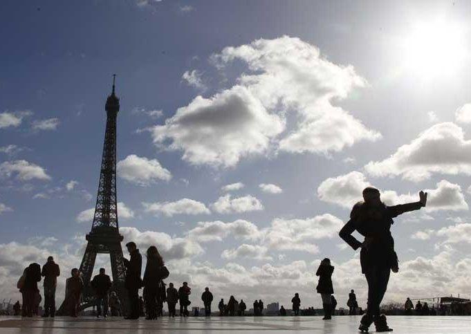 قطريتان تتعرضان للسرقة قرب باريس ويسلب منهما 5 ملايين دولار