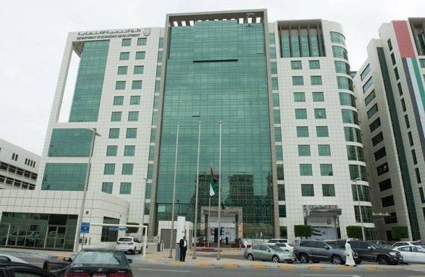أبوظبي تمهل المنشآت التجارية حتى نهاية 2017 لتعديل مطبوعاتها وخدماتها إلى اللغة العربية