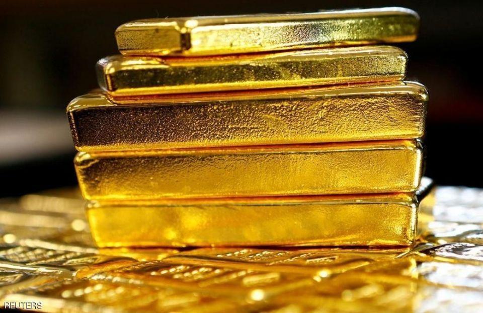 الذهب يرتفع مع تراجع الدولار والعائد على السندات الأمريكية