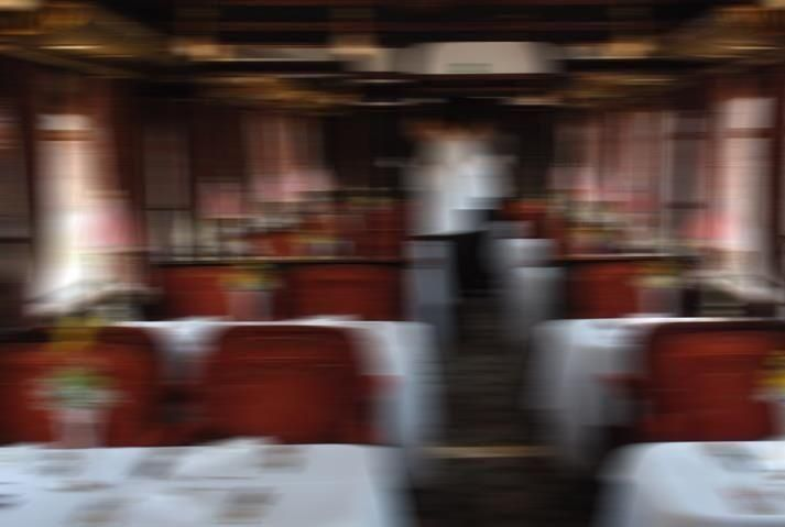 زوجان فرنسيان يهديان مطعمهما لأسرة سورية