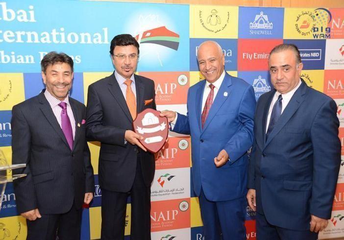 تكريم الفائزين بمسابقة أفضل تغطية صحافية لسباق دبي الدولي للخيول العربية بنيوبري