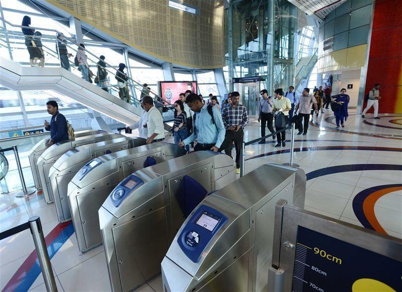 """""""طرق دبي"""" تزيد عدد بوابات الدخول لمحطة الخليج التجاري لمترو دبي"""
